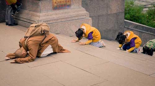 Đạo Phật - Học cách cúi đầu