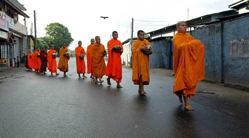 Cách tạo công đức để sống an lạc, hạnh phúc theo lời Phật dạy.