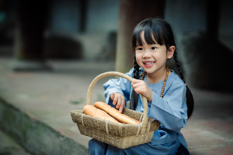 cô bé Phật tử 4 tuổi