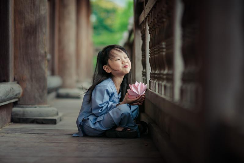 Có nên cho trẻ làm quen với Phật Pháp?