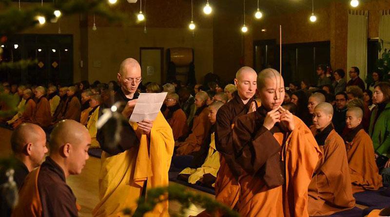 Có nên thờ Phật trong nhà không?